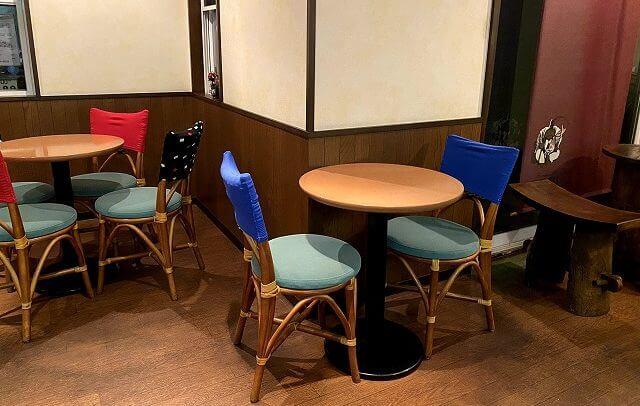 風雅堂の内観、テーブル