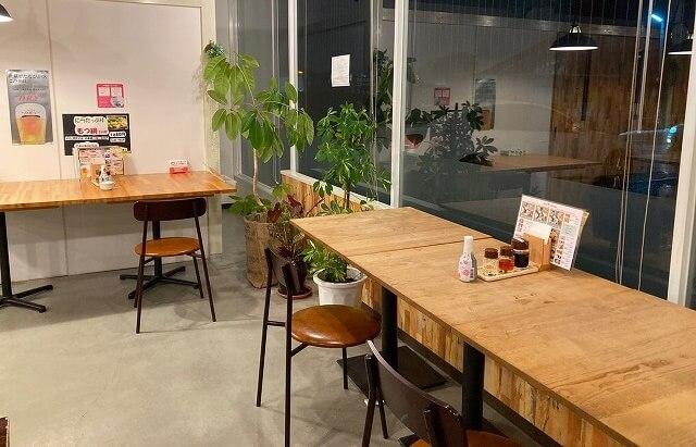八まん亭のカウンターテーブル