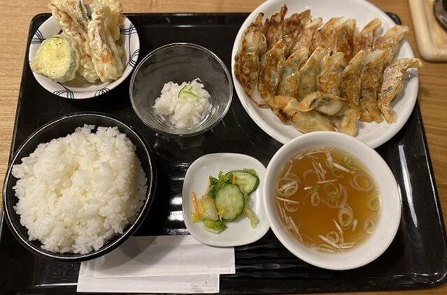 八まん亭の餃子定食