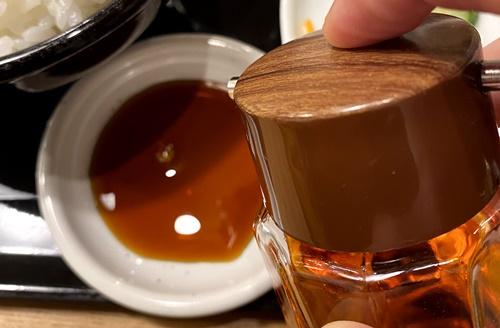 八まん亭のタレとラー油