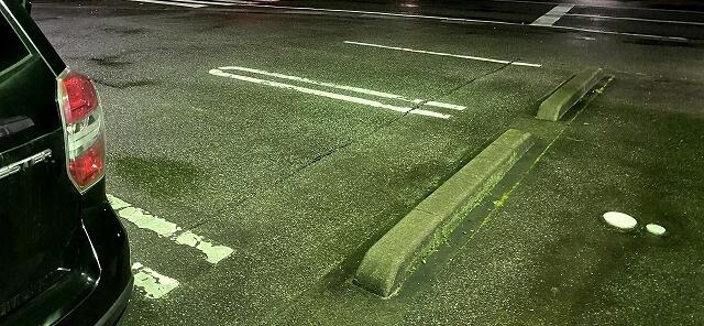 天坊の駐車場の右