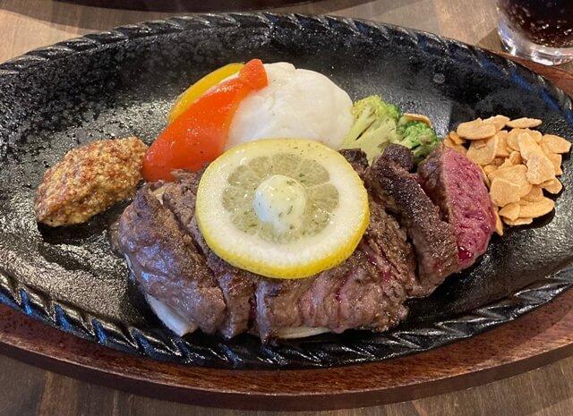 大重亭のステーキ