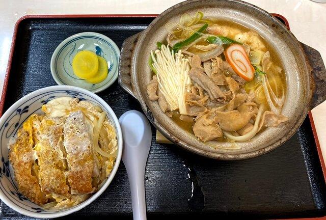 糸庄アピタ店のもつ煮込みうどんとカツ丼