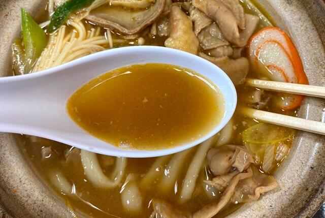 糸庄アピタ店のもつ煮込みうどんのスープ