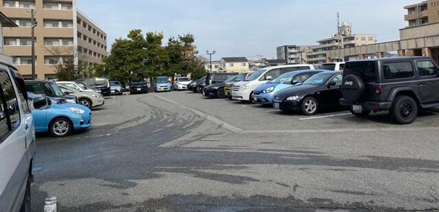 めん家の駐車場