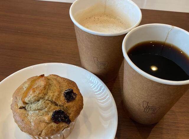 アルパカ珈琲婦中のマフィンとコーヒー