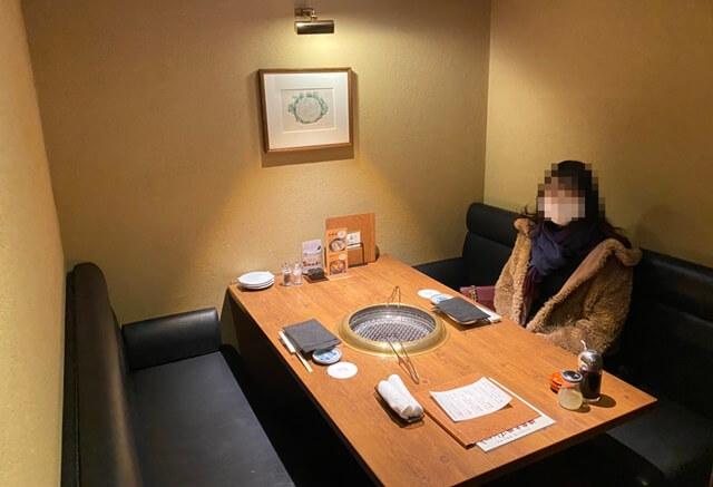 辛子家のテーブル席