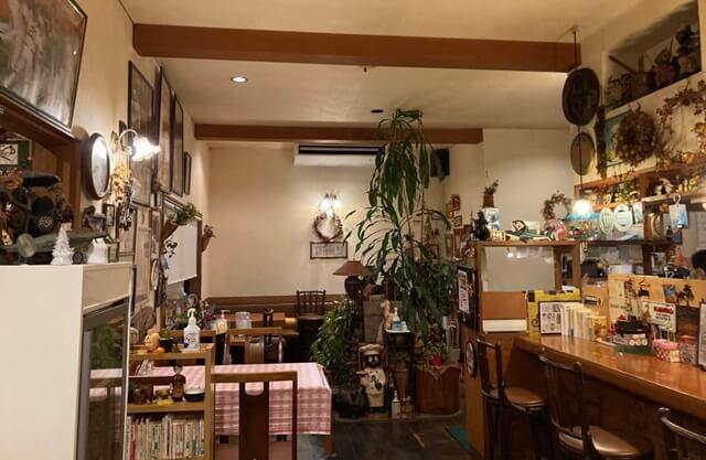 近代食堂もりの屋の内観
