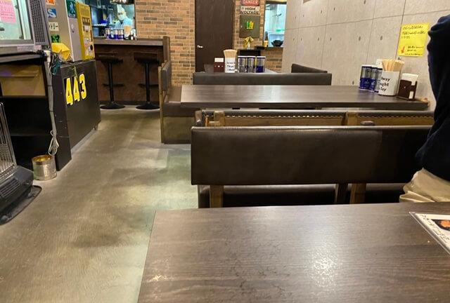 豚豚炉のテーブル席