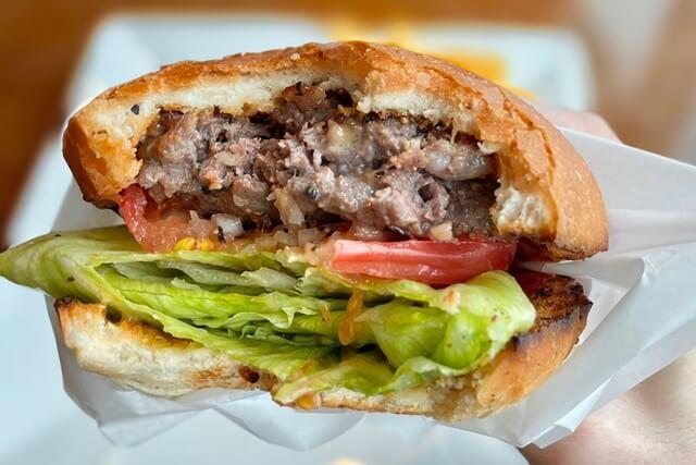 エアポートキッチン富山空港の和牛ハンバーガー