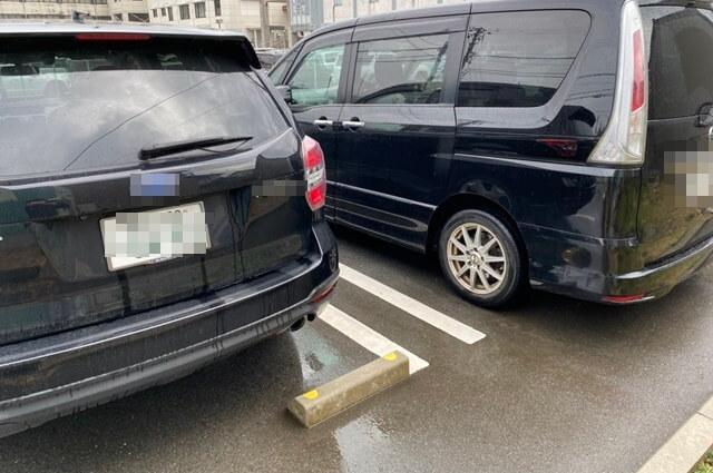 Blauw(ブラウ)の駐車場