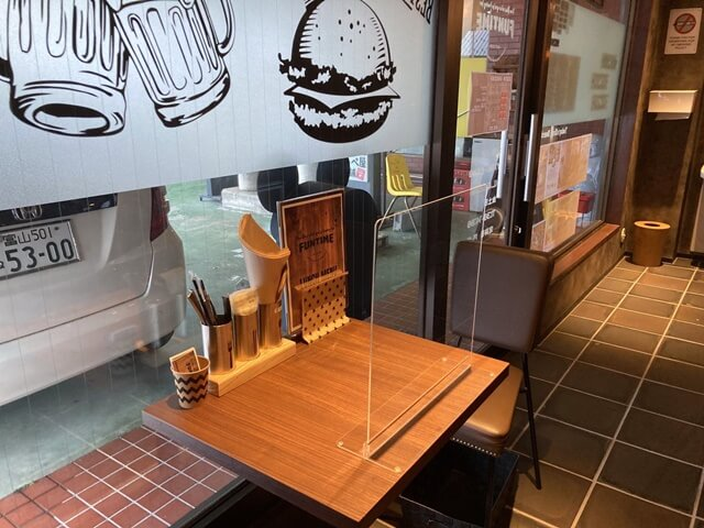 ファンタイムのハンバーガーテーブル席