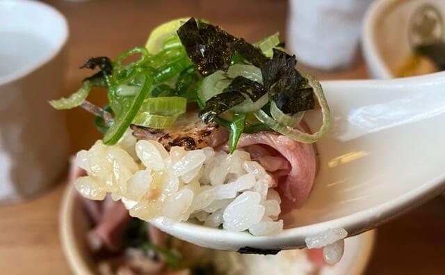 中華蕎麦つぼみのレア鶏チャーシュー丼