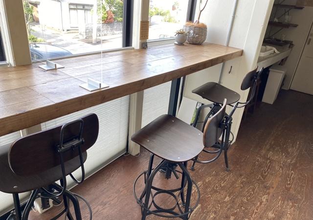 アルパカコーヒー太郎丸店の内観