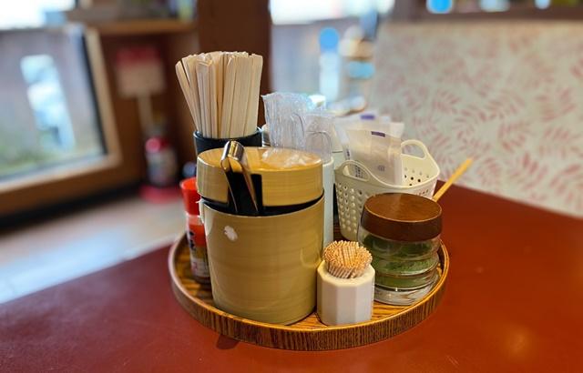 番やのすし古沢店の箸やお茶