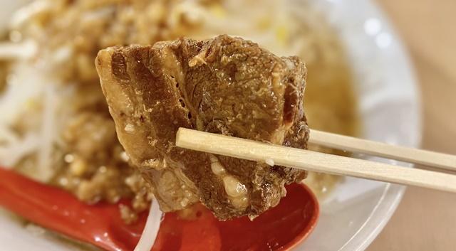 麺バル プライドのガッツリ!豚ラーメンの角煮