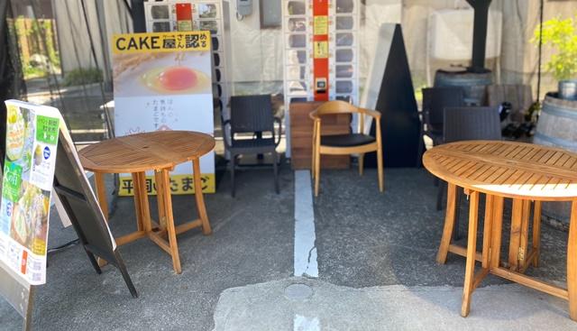 モカモカ ソフトクリームの外のテーブル席
