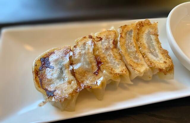 鉄板焼き&BARつだのラーメンの餃子