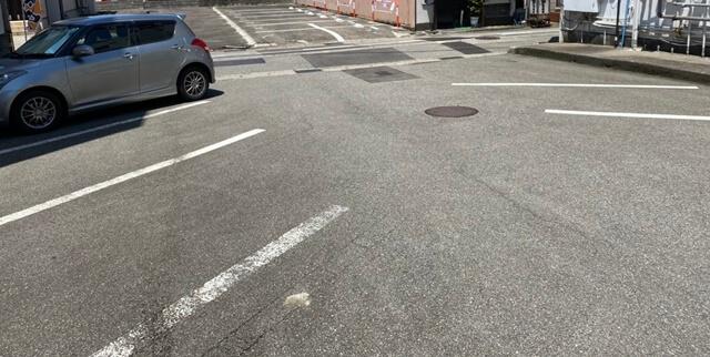 鉄板焼き&BARつだの駐車場