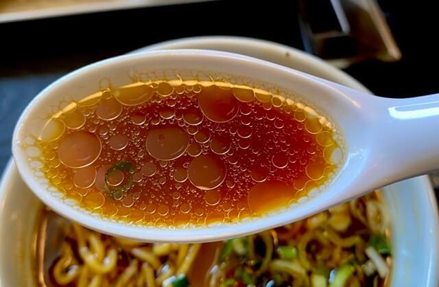 鉄板焼き&BARつだのラーメンのスープ