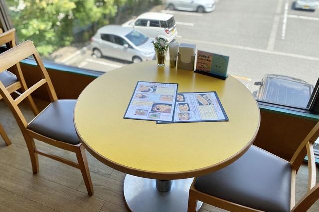 カフェ ヴェルデのテーブル