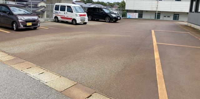 ダルマヤラーメンの駐車場