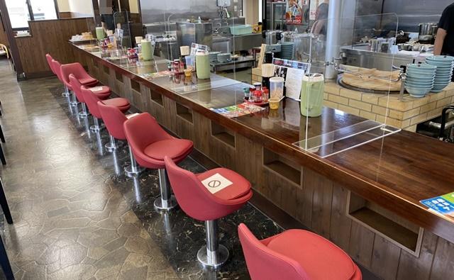 ダルマヤラーメンのテーブル席