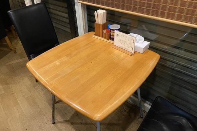 樹亭 南店のラーメンのテーブル席