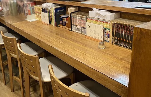 樹亭 南店のラーメンのカウンター席