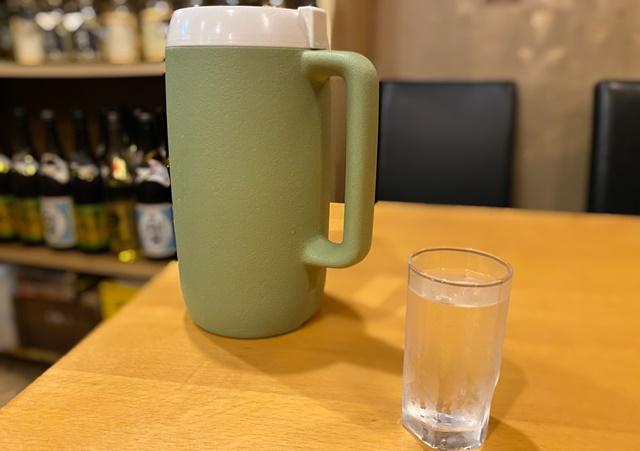 樹亭 南店のラーメンの水
