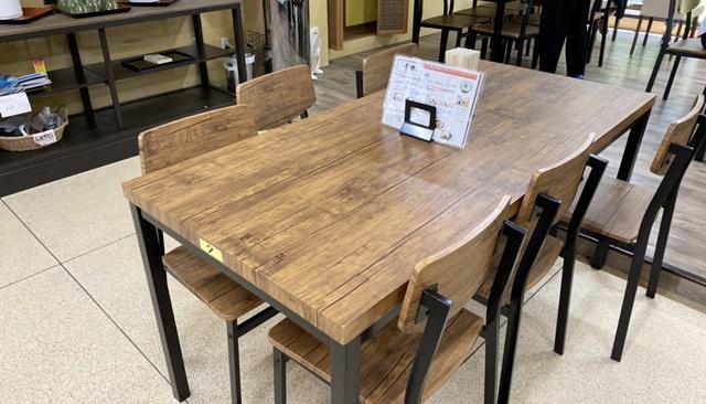 ドライブイン 金龍のテーブル