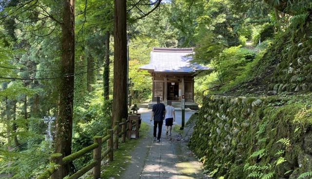 大岩日石寺の愛染堂