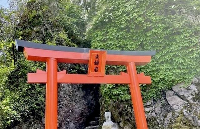 大岩日石寺の夫婦岩