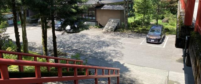 大岩日石寺の駐車場