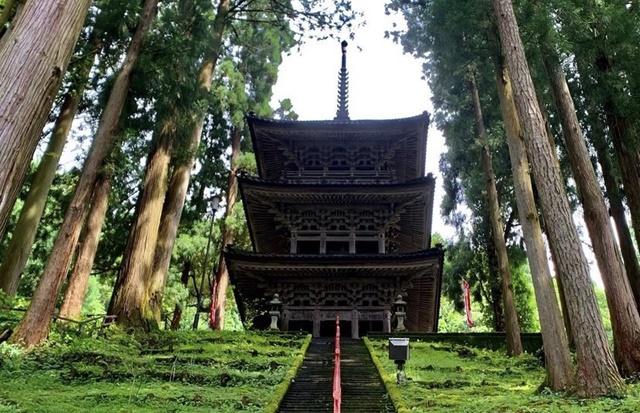 大岩日石寺の三重塔