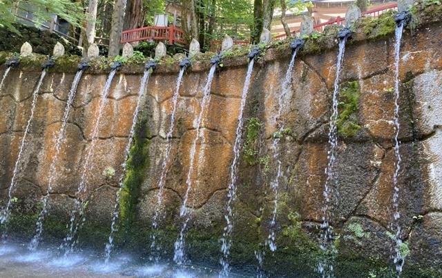 大岩日石寺の十二支滝
