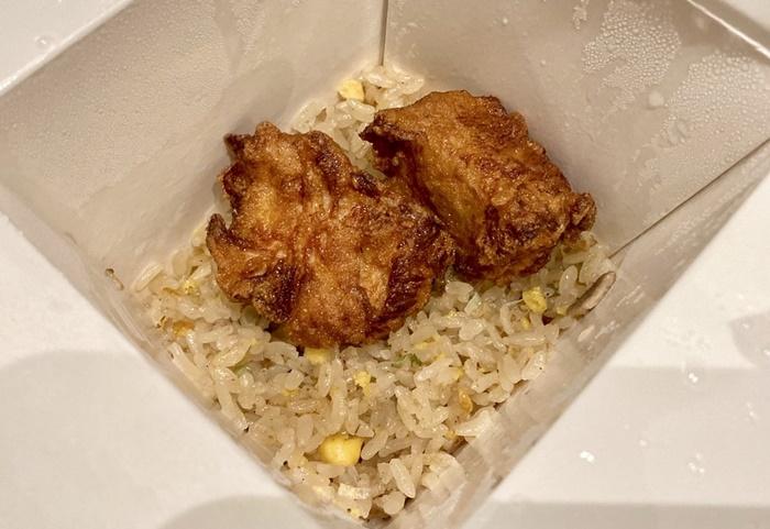 8番ラーメン富山安養寺店のテイクアウトの唐揚げと炒飯セット