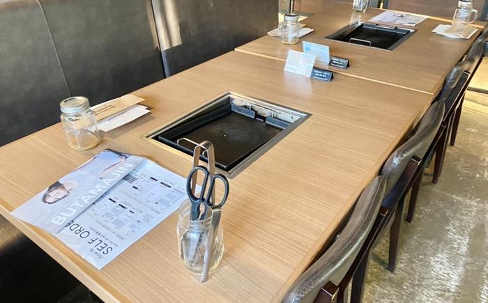 BUTAMAJIN 根塚店のテーブル席