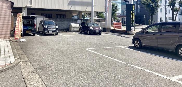 デリー 根塚店の駐車場