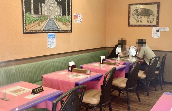 デリー 根塚店のテーブル