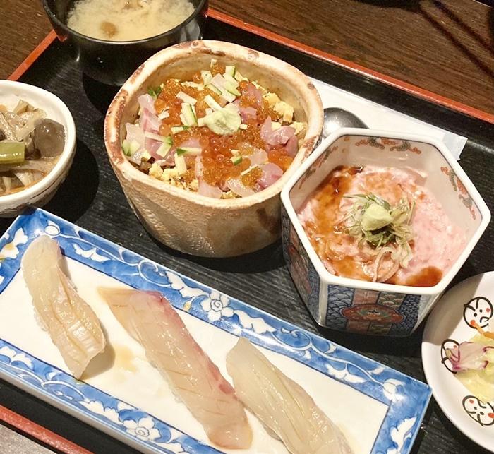 寿司居酒屋 こざるのランチの海鮮丼と寿司