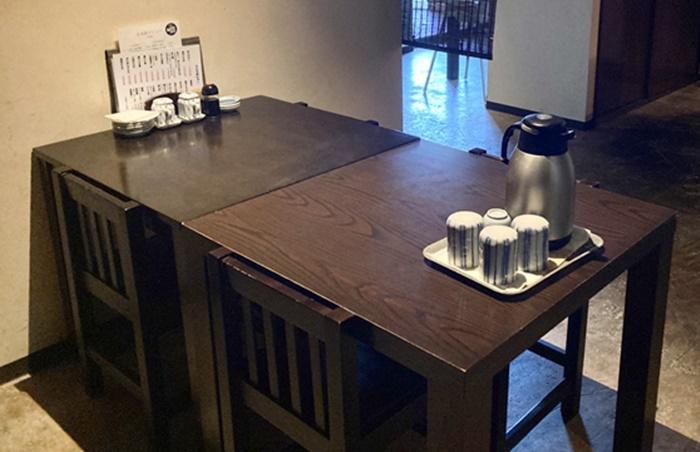 寿司居酒屋 こざるのテーブル