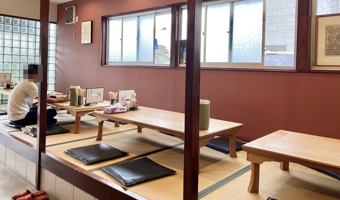 食堂 MARUKOの小上がりテーブル