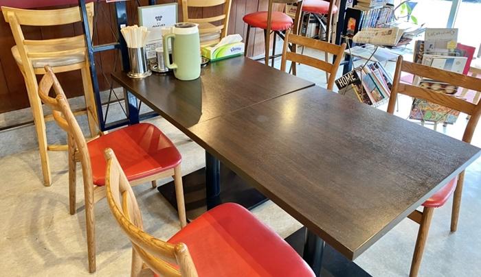 食堂 MARUKOのテーブル
