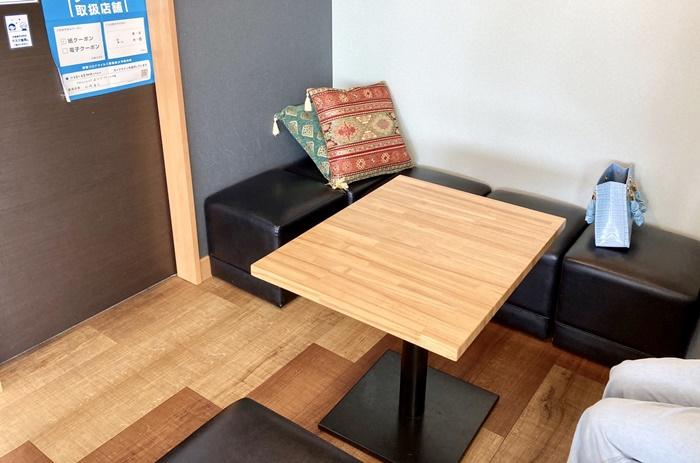 ソフトクリーム畑 富山本店のテーブル席