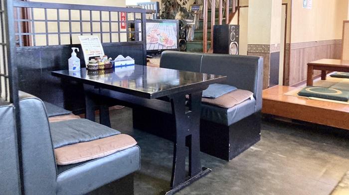 ひょうたんのテーブル席